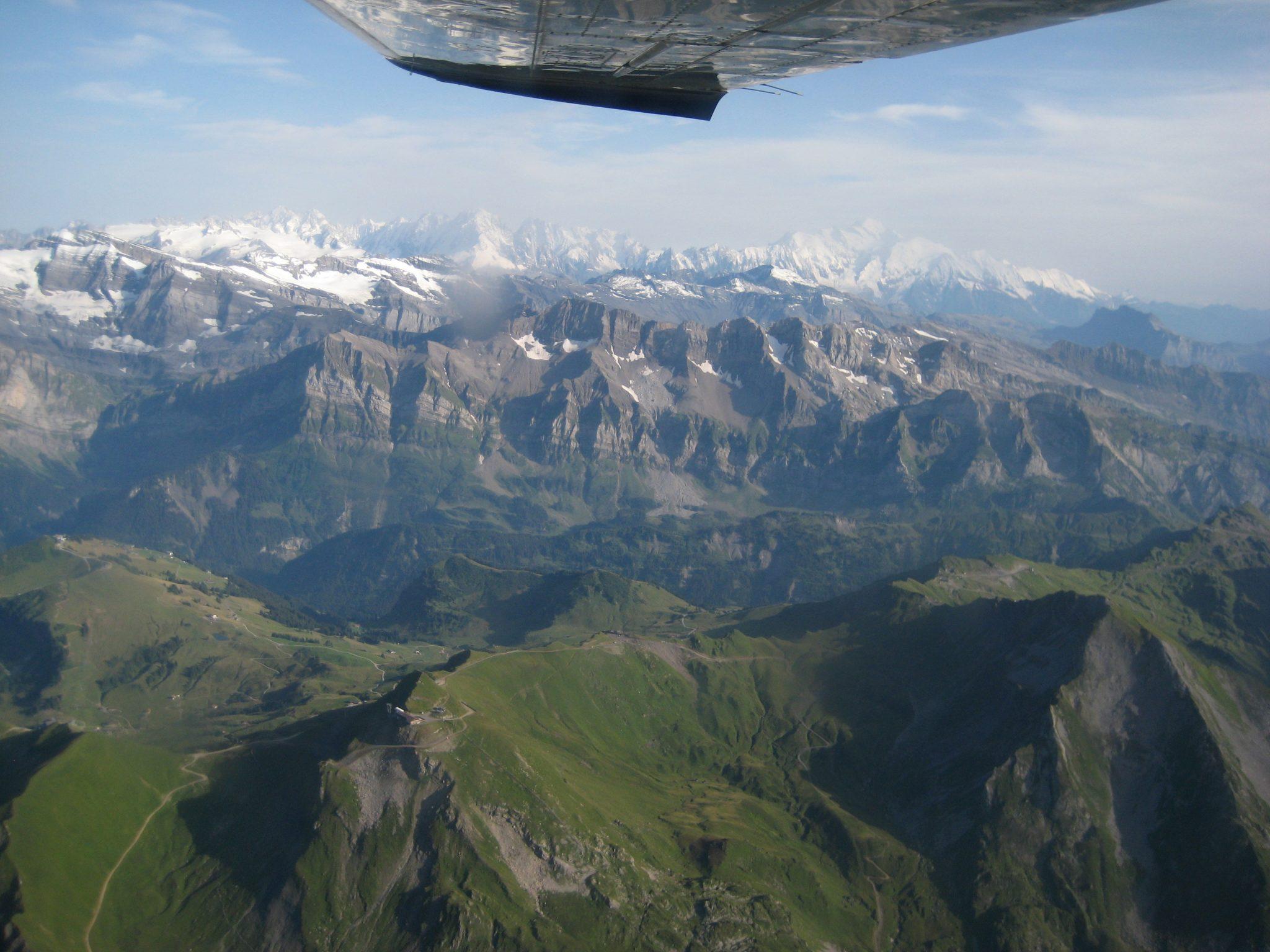 Matterhorn Rundflug - Über der Schweiz